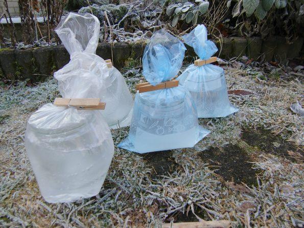 Eislaternen mit Plastiktüten