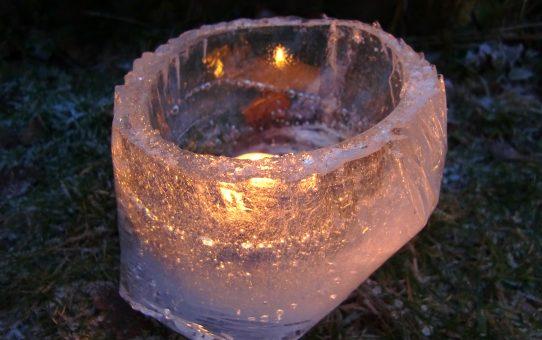 Mit Eislaternen gegen strengen Frost